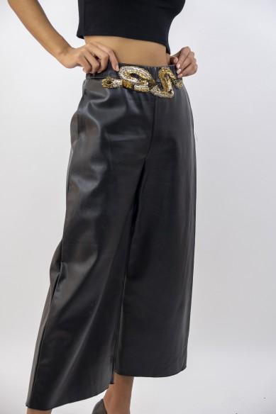 Pantalon similicuir brodé