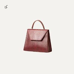 Une sélection élégante de sacs à main en cuir  confectionnée par Guild 🤩😍 est désormais disponible pour notre chère cliente sur notre site web.  Lien en Bio ❕❕  💳 Paiement en ligne sécurisé 🚚 Livraison entre 3 et 7 jours 🌐 www.unikchic.com  #unikchic #luxury #fashion #premium #bags #leather #handmade